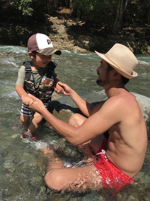 友人家族と川遊び